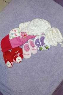 Newborn sepatu dan topi