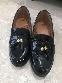 Black oxford pumps / heels