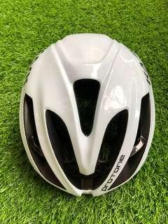 Kask protone original. Just used once. Wrong size for me
