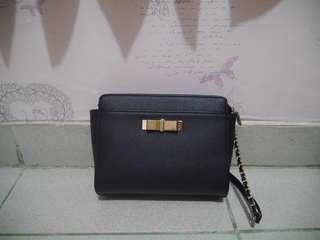 [PRELOVED] tas charles n keith sling bag