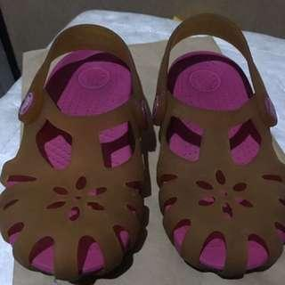 Authentic crocs 9c