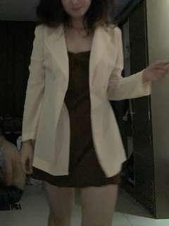 Satu set dalaman dress dan blazer
