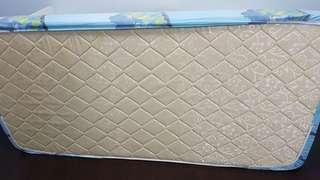 Single mattress 4inch thick. Condition 9/10
