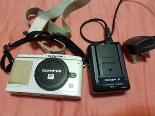 Olympus EP1 camera (not working) + battery (working) + charger (working)
