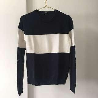 UNIQLO navy sweater