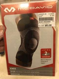 MCDAVID 5125 Knee Guard Sleeve (Medium)
