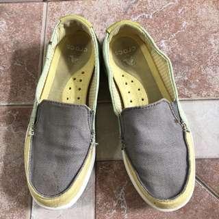 Crocs Size 5 Canvas Santa Cruz Slip On Deck Boat Flat Shoes