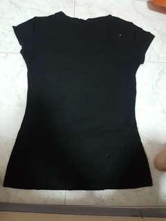 black stretchable simple top