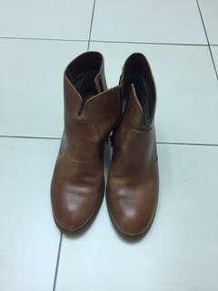 Size 10 Seychelles brown leather booties