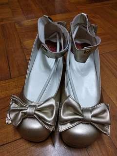 金色蝴蝶結低跟鞋