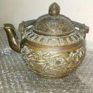 清代乾隆年制青铜茶壶