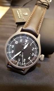 Steinhart NAV B-UHR 44MM AUTOMATIC DUAL TIME TITANIUM!!