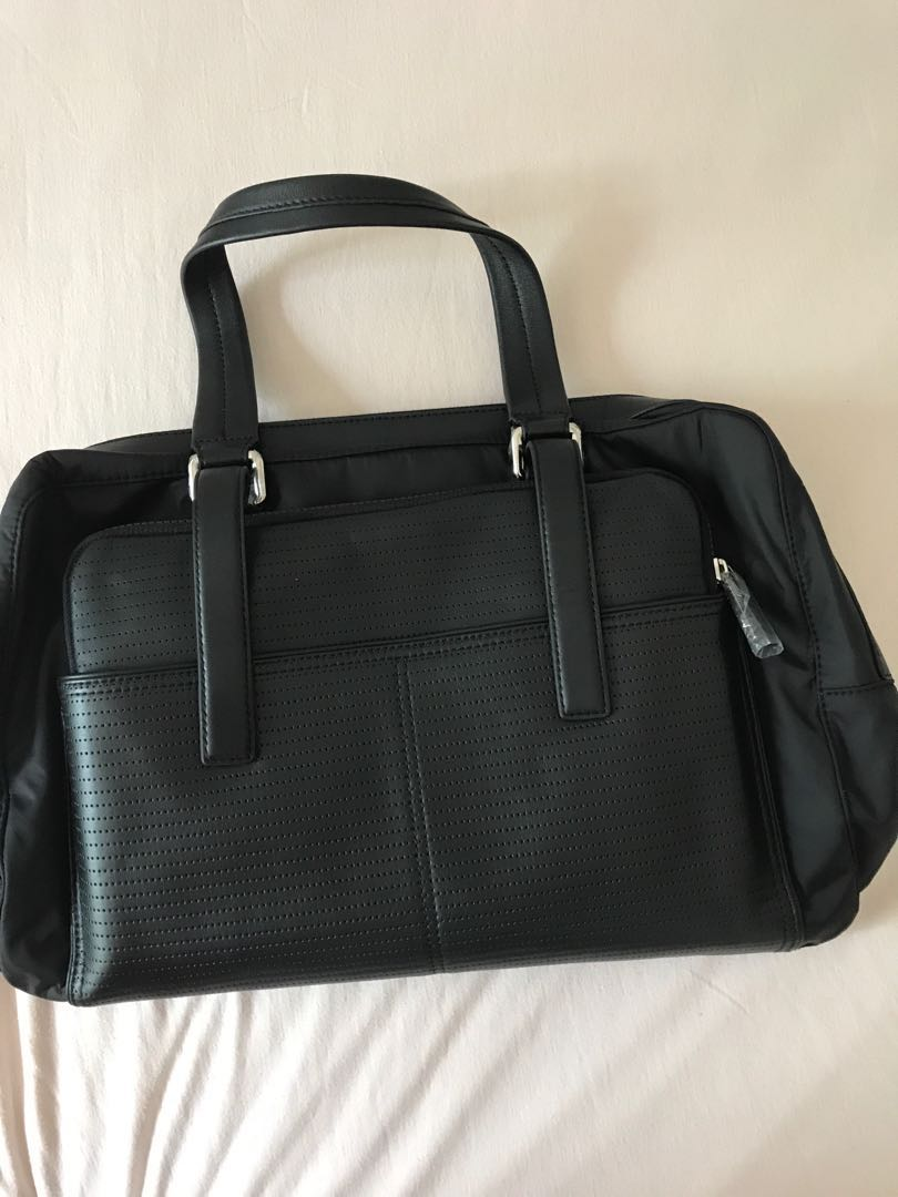 9d0e294a21b Calvin Klein bag, Men's Fashion, Bags & Wallets, Briefcases on Carousell