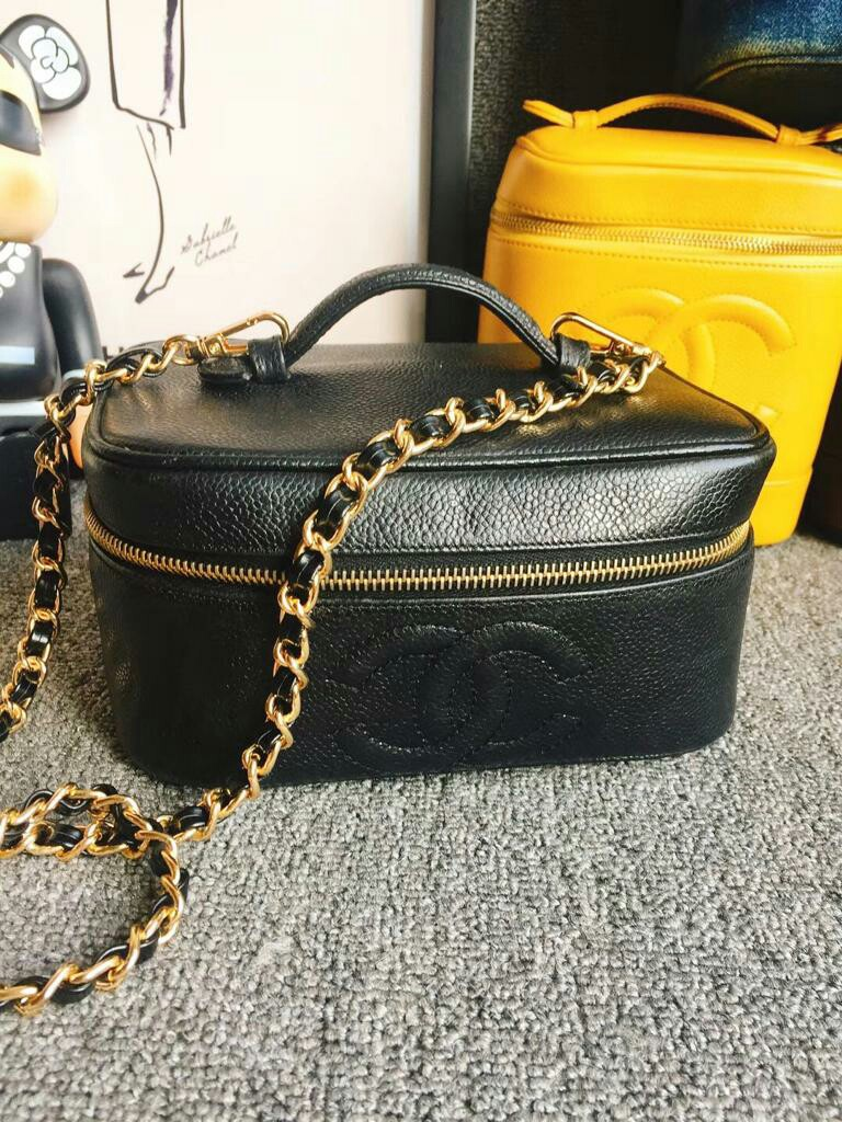 902d0ea0b27a38 CHANEL VINTAGE COSMETIC VANITY BAG CAVIAR LEATHER BLACK, Luxury ...