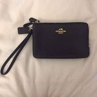 BRAND NEW COACH DOUBLE ZIP WRISTLET IN POLISHED PEBBLE LEATHER (Dark Grey)