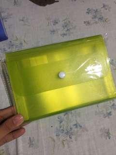 Expandable plastic envelope