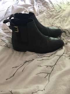 TOPSHOP Chelsea Boots Size 8.5