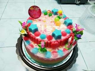 Puding ultah renbow motif Hello Kitty