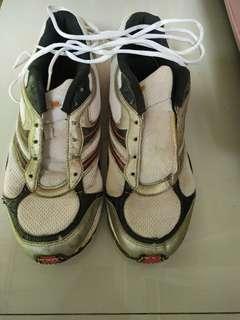 Sneakers / sepatu sport pria