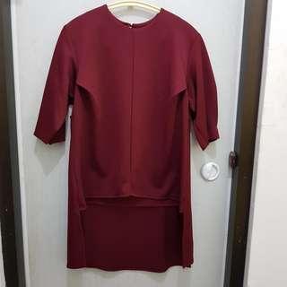 Atasan merah maroon