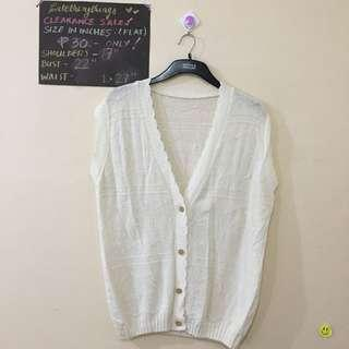 Large - Off White Knitted Vest with Scalloped Lining