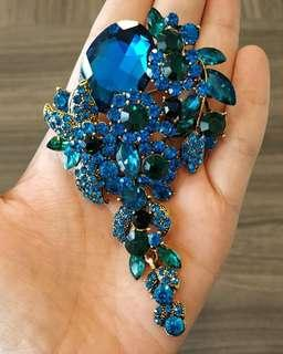 Luxury Brooch in Antigua with Rhinestones and Crytals
