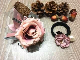 {💝髮飾優惠組}韓款 擬真粉紅花朵珍珠髮圈(大、小)🈴️售