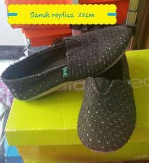 Sanuk kids  shoes