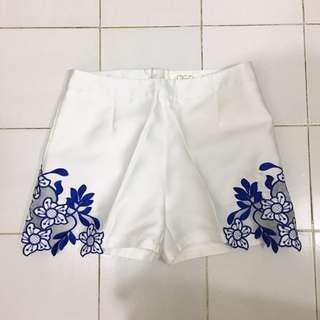 Anioo White Shorts