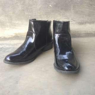 Sepatu Boots Velvet 38