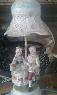 Lampu antik patung eropa T.kap 50cm dan T.patung 27cm