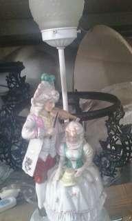 Lampu antik patung eropa T.kap 48cm dan T.patung 30cm