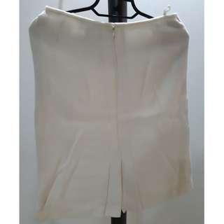 White skirt with lining- S10