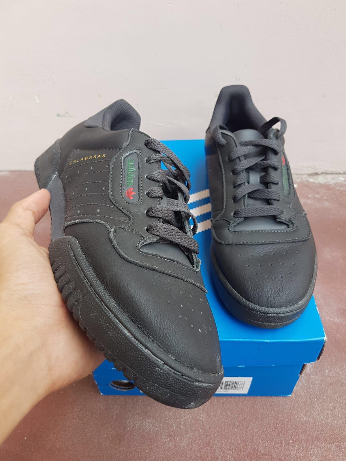 23ef2655ba369 STEAL ! 🔥 Adidas Yeezy powerphase Calabases Grey
