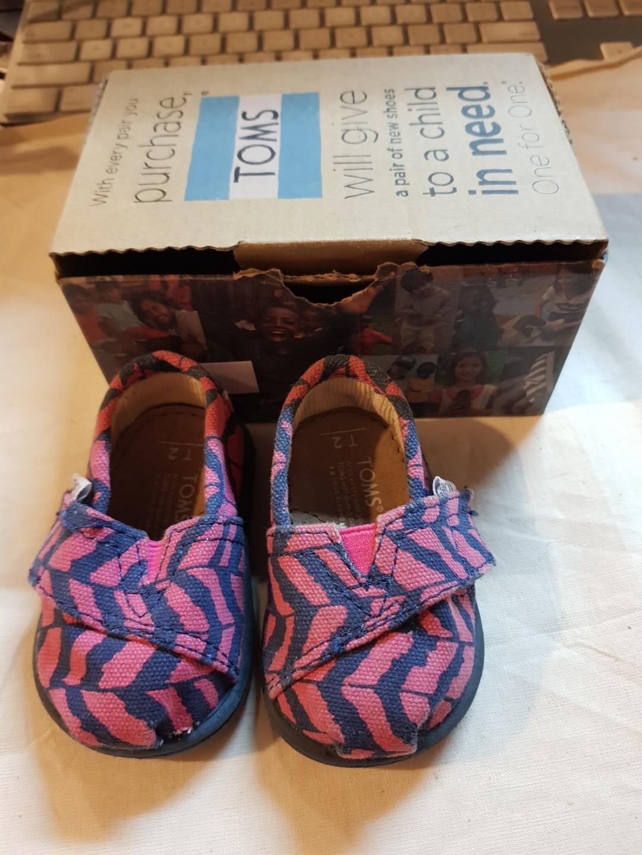 57a254a3046 Toms shoes super sale now 350