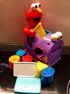 👶🏻 Elmo 信箱形狀訓練玩具
