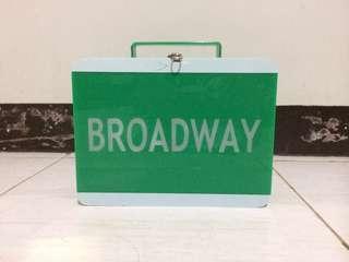 EN.PENS by Evita Nuh GREEN BROADWAY LUNCH BOX BAG