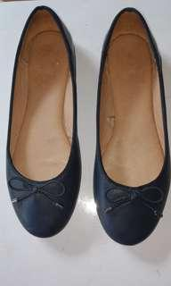 Pre-loved flat shoes Navy Blue Size 7