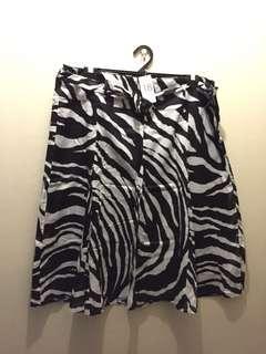 Suzanne Grae Print Skirt sIze 18