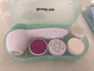 Facial cleaning gadget