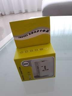 NEW! Universal Travel Adaptor 🛫 1 USB Port ❤ White