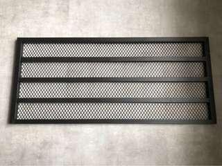 黑色鐵絲網掛牆架