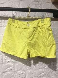 🚚 鮮黃色短褲