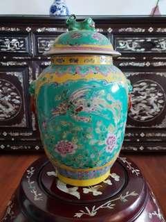 Peranakan Kamcheng vase