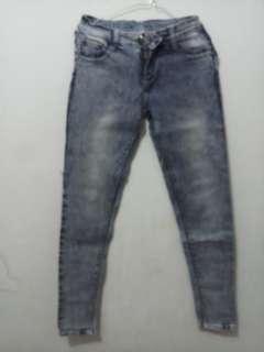Jeans wanita size 28