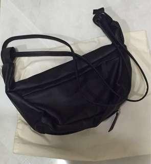 Kaynn luigy sling bag