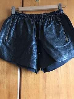 🚚 Zara皮短褲