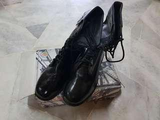 [USED] BLACK BOOT SIZE 9