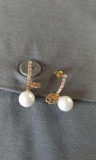 仿珍珠耳環