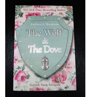 Novel The Wolf & The Dove by Kathleen E. Woodiwiss (Bahasa)